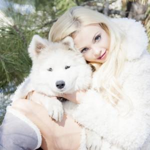 Katja_Annika_Snow_sittingstump2