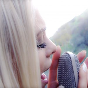 Katja_singing in to mic
