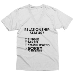 Relationship Status | Men's v-neck