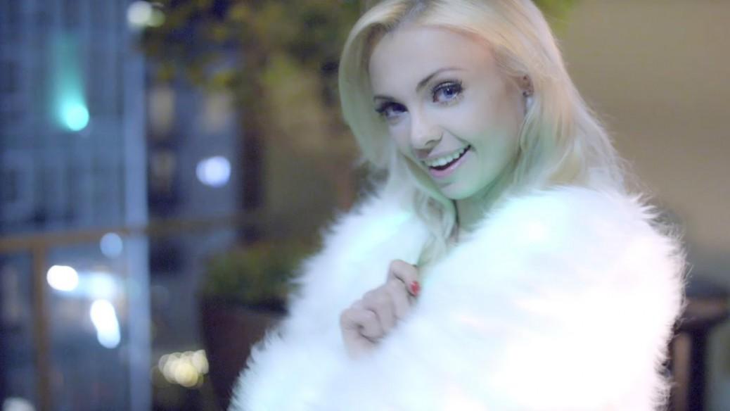 Katja-Glieson-Let-it-snow-Christmas-Tringle