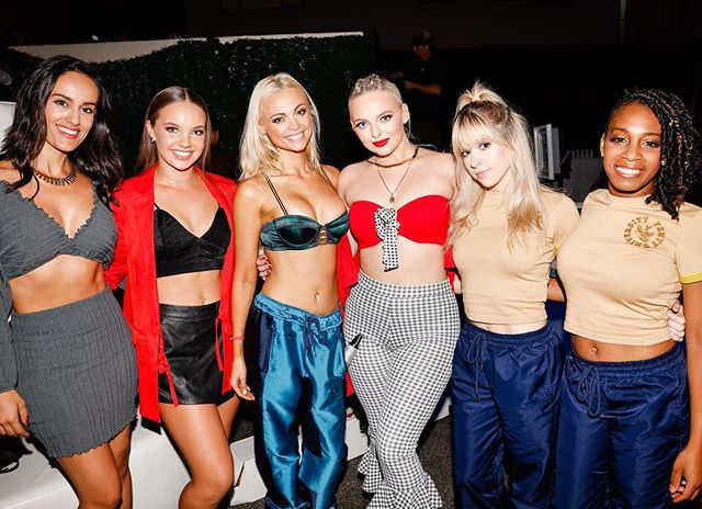 The hottest front row ever!!! Thank u for ur positivity and support. (Tag ur fav girlfriends) I love ma girrrrllllllzzzz divasquad